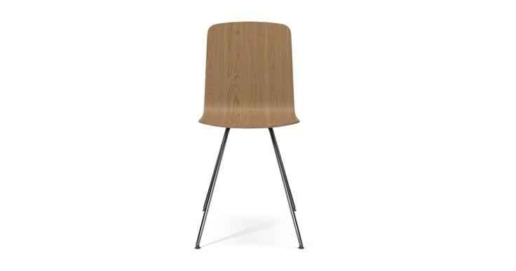 Der Palm-Stuhl ist ein echtes Chamäleon, das seinen Ausdruck nach Ihren Wünschen ändern kann. Wählen Sie zwischen Beinen aus Stahl oder Holz und einem Sitz in Holz, Stoff oder Leder. Unsere Designer haben einen Stuhl geschaffen, den Sie so zusammenstellen können, dass er perfekt in Ihr Esszimmer oder in Ihre Küche passt.