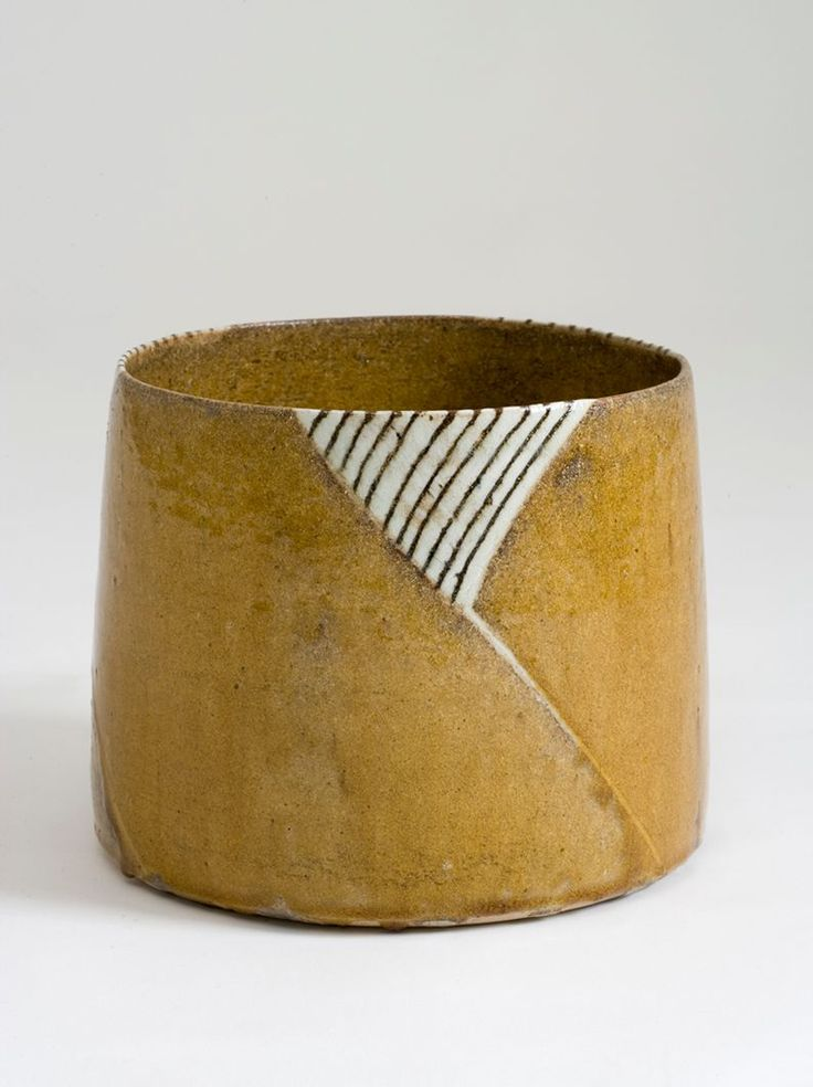 Gertrud Vasegaard (1913-2007) Bowl. 1978 Wheel-thrown, scratched and filled in pattern, glazed stoneware. 20 cm (height), 24,5 cm (diameter) Holstebro Kunstmuseum