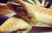 La Fuente de Soda!: Sandwich de Pollo con ciruelas y salsa de pimentón dulce