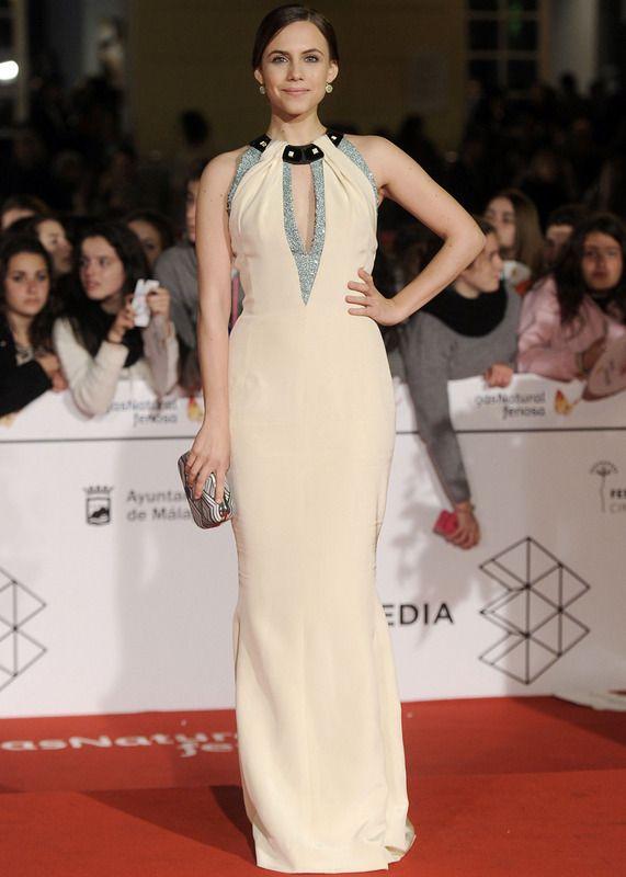 Aura Garrido de Carolina Herrera en la alfombra roja del Festival de Málaga 2014