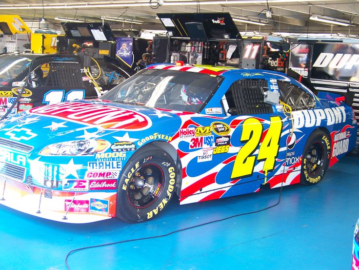 jeff gordon car | Jeff Gordon's car with a special Armed Forces paint scheme.