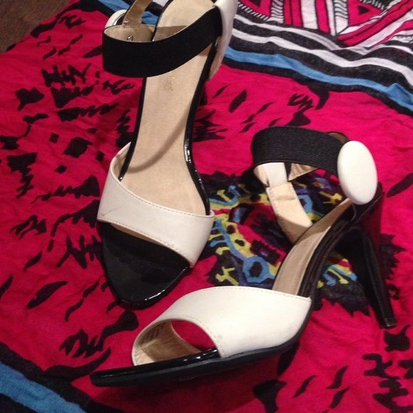 Black&Cream Strappy Heels Lights marking on one shoe.  Otherwise new condition Kelly & Katie Shoes Heels