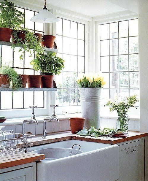 i love everything about this-the windows, the huge sink, the built in drainboards and the plant shelves. *swoon*