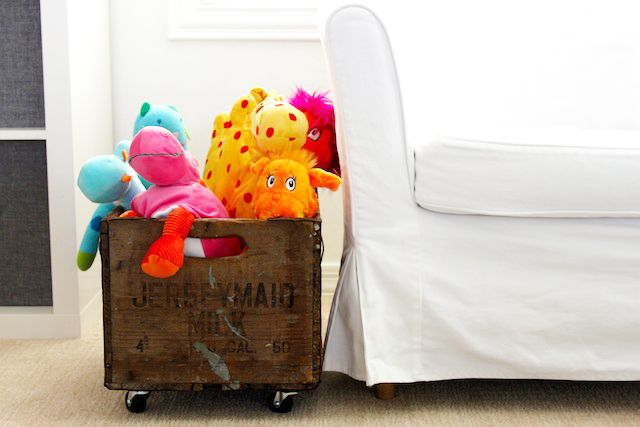 DIY Rolling Vintage Toy Crate: Toys Crates, Rolls Vintage, Rolls Crates, Projects Nurseries, Diy Rolls, Vintage Toys, Storage Crates, Crates Diy, Vintage Crates