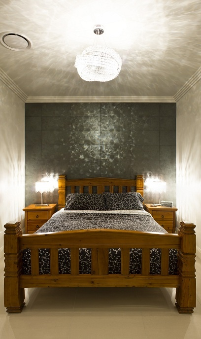 Tiled feature wall with knot pendant