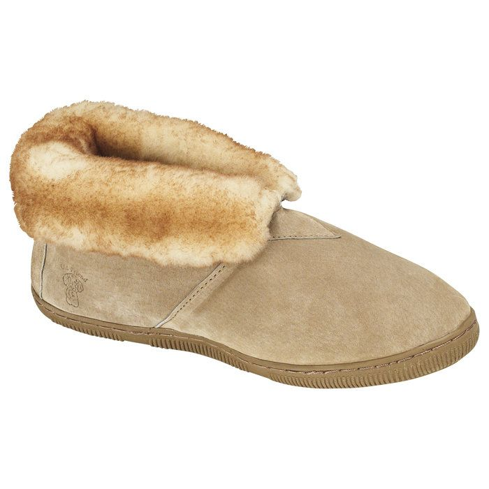 Old Friend Slippers have Old World style and long-lasting double-leather construction, providing sturdy sides and a roomy toe area.