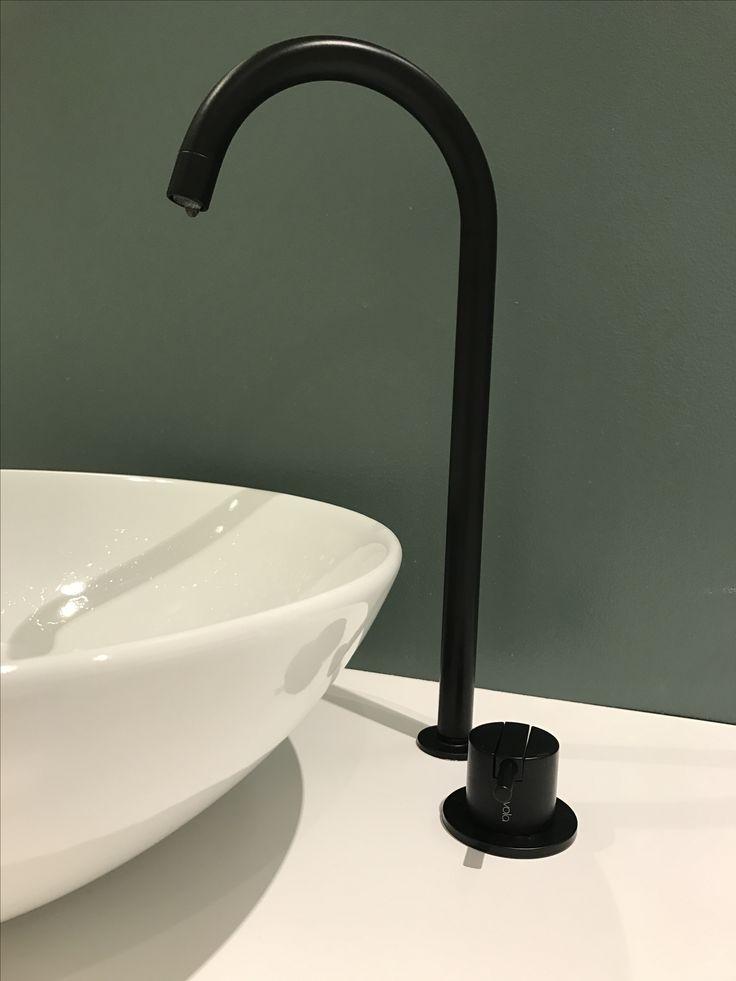 Bathroom vola svart vask krane balanse kvik mano