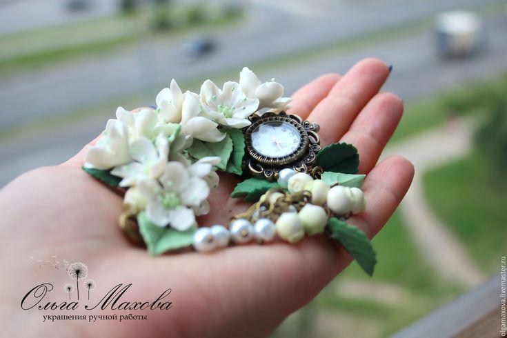 Купить Часы-браслет, серьги-гвоздики, шпильки с цветами яблони - белый, зеленый, часы
