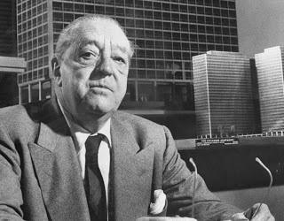 Arquitecto Ludwig Mies van der Rohe (Alemania 1886-1969). Es otros de los arquitectos famosos de la Bauhaus, de la cual fue director. Su estilo arquitectónico emplea técnicas estructurales avanzadas, y aplica el clasicismo prusiano. Ver más en >> http://www.arquitexs.com/2010/11/los-arquitectos-famosos-mas-importantes.html