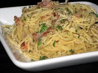Pasta Carbonara: Italian Recipes, Pasta Carbonara, Beans Yummy, Pasta Recipes, Carbonara Recipes, Carbonara Yummystuff, Yummy Stuff, Favorite Recipes, Chicken Carbonara