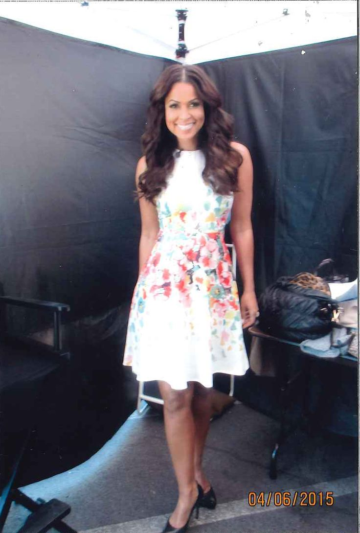 Tracey Edmonds in Donna Morgan on the set of Extra! TV! // Floral dress // Spring fashion // Celebrity outfits