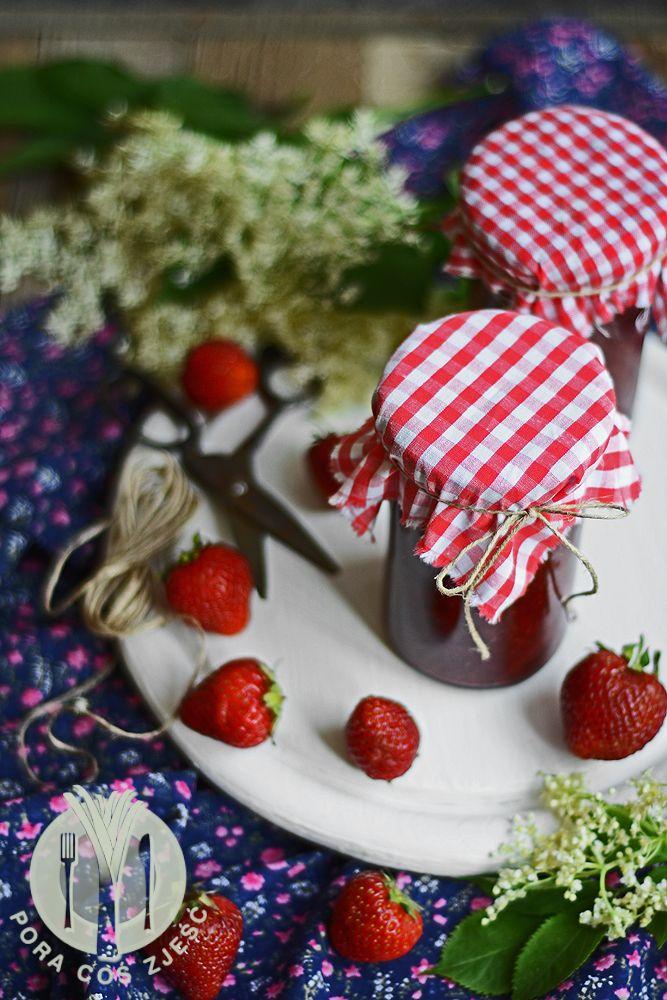 Elderberry flowers and strawberries jam