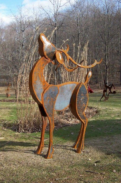 Metal deer sculpture yard art. Denis Curtiss, Sculptor_kinetis van hout opdracht brugklas?