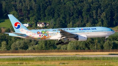 Korean Air (KR) Boeing 777-2B5(ER) HL7752 aircraft, painted in ''Pyeongchang 2018'' special colours Oct. 2010 - Sep. 2012, & the sticker ''New Horizons For Korea'' on the airframe, landing at Suisse Zurich Kloten International Airport. 07/07/2012. (Pyeongchang=a county in Gangwon province of South Korea which will host 2018 Winter Olympics & Paraolympics games).