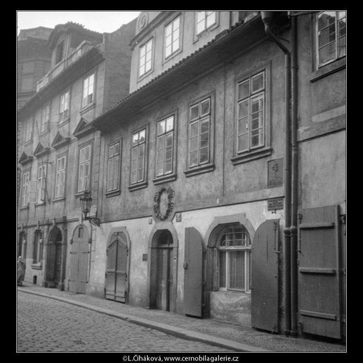 Rodný dům E.Vojana (571-1) • Praha, 1958 • | černobílá fotografie, Míšeňská ulice, Malá strana, domy, dlažba |•|black and white photograph, Prague|