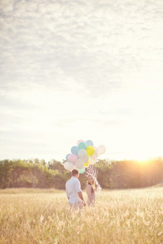Balloon engagement photos! See the post at http://tulleandtwine.com/2013/11/7/love-air