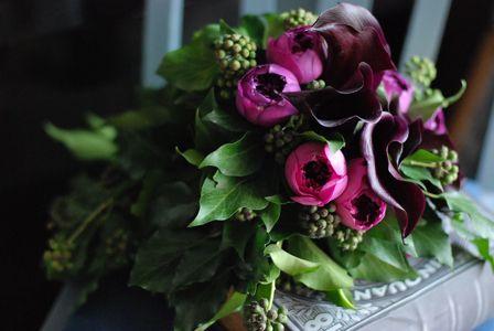 雨に似合うボルドー色のブーケ : 花のun deux trois
