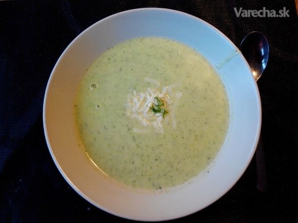 Brokolicová krémová polievka - http://www.mytaste.sk/r/brokolicov%C3%A1-kr%C3%A9mov%C3%A1-polievka-37936362.html