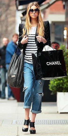 click to shop Whitney Port's Current/Elliott boyfriend jeans!