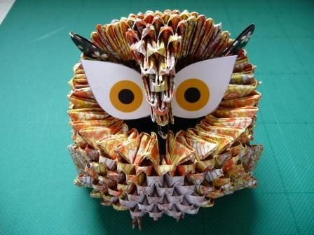 How to make 3D origami owl.  http://www.papercraftcentral.net/2012/08/3d-origami-big-head-owl/