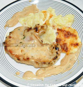Recette Côtes de porc sauce moutarde .La sauce moutarde avec l'estragon et la présence du vinaigre de cidre vont sublimer de simples côtes de porc. Les côtes de porc à la moutarde s'accompagnent aussi bien de riz, de pâtes ou de légumes de votre choix!. Cette recette est une spécialité de la région Bourgogne