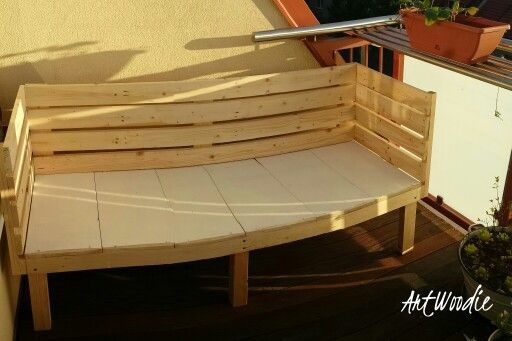 Bench made from pallets.