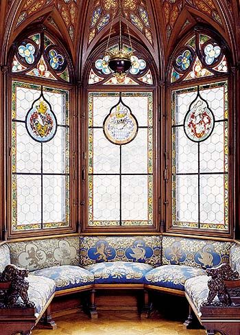 Oriel in the bedroom, stained glass windows with the Wittelsbach, Bavarian and Schwangau coats of arms