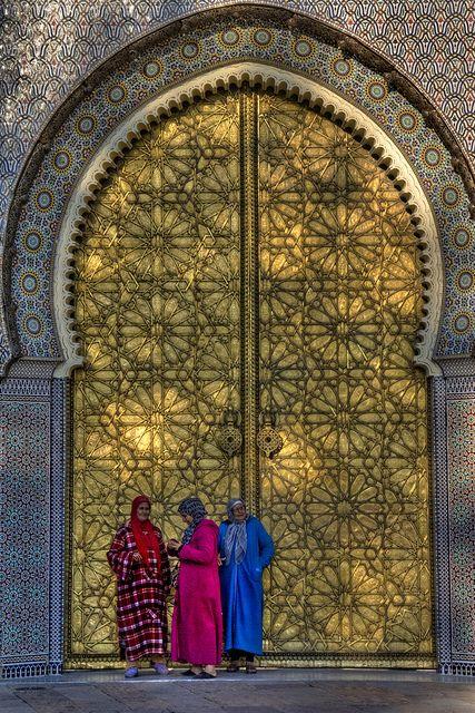 Fès: Une des portes du palais royal. Morocco