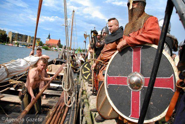http://bi.gazeta.pl/im/82/c8/f8/z16304258Q,Festiwal-Slowian-i-Wikingow-w-2012-r.jpg