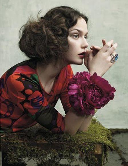 pretty hair with grace.: Hair Ideas, Flower Bracelets, Flower Fashion, Santo Domingo, Flower Power, Flowerfashion, Floral Fashion, Floral Dresses, Beautiful Girls