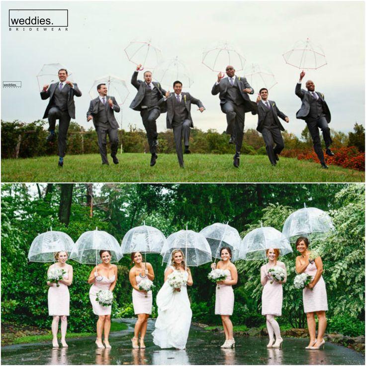 Sonbahar düğünü planlıyor ama yağmurdan endişe ediyorsanız, size küçük eğlenceli bir ipucu: Düğün fotoğraflarınızı çektirirken sevdiğiniz arkadaşlarınızı toplayın ve şemsiyelerinizi kapıp dışarıya çıkın. Ortaya çıkacak keyifli anılara inanamayacaksınız ☔️