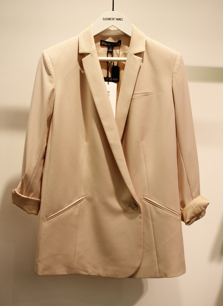 배우 황정음이 입고 나왔던 화사한 핑크 컬러의 편안하면서도 멋스러운 재킷, 엘리자베스 & 제임스 @ 현대백화점 압구정 본점