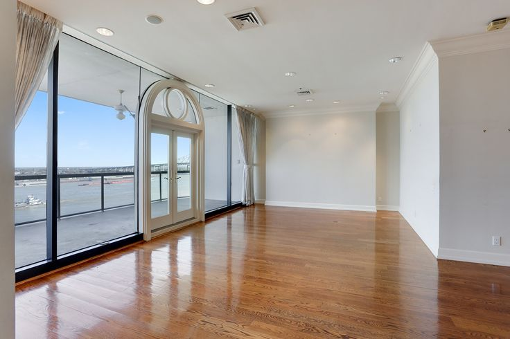 Amazing condo FOR SALE overlooking the Mississippi River & city views of New Orleans. 3 bedrooms, 3 full bathrooms, 3610 living sq ft, 3 valet parking spaces, 24/7 security, pool, sauna, exercise room, private access into the Riverwalk Outlet Mall & Hilton Riverside Hotel. Ride the Riverfront Streetcar down to the Warehouse District or the French Quarter! Wonderful restaurants, art galleries & plenty of things to do along the way.