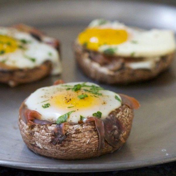 Baked Eggs in Prosciutto-Filled Portobello Mushroom Caps || Paleo Spirit