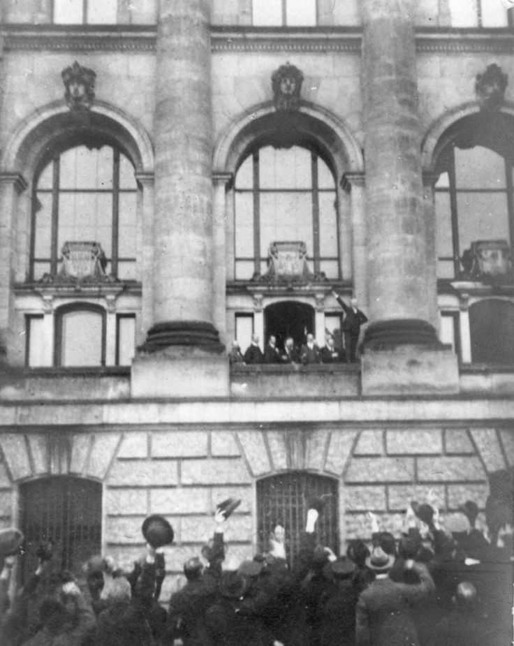 """""""The old and rotten, the monarchy has collapsed! Long live the new; long live the German republic!"""" Declaration of the """"Weimar Republic"""" by Philipp Scheidemann on a balcony of the Reichstag, 9th November 1918"""