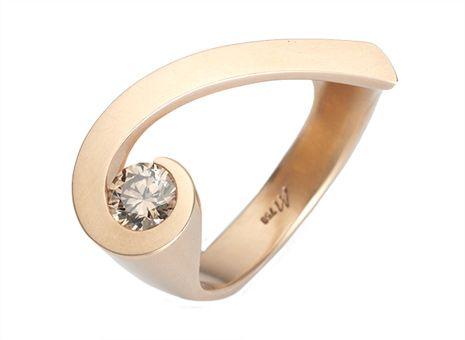 Ring «Sternschnuppe» by Angela Hübel