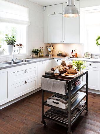 A la hora de decorar una cocina las posibilidades son infinitas… Todo depende del estilo, el espacio, los gustos, etc...