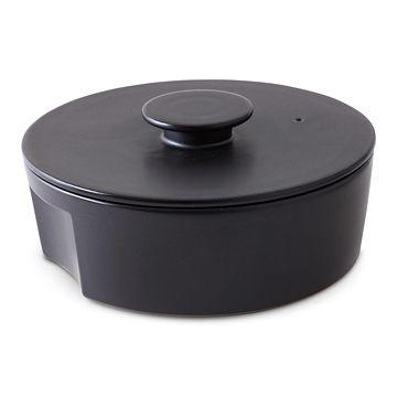IH対応のモダンで不思議なカタチの土鍋。スタイルストア専属のバイヤーが、6つのこだわりの選定基準で選んだ「ceramic Japan/土鍋 do-nabe 240 ブラック」の通信販売ができる紹介ページです。