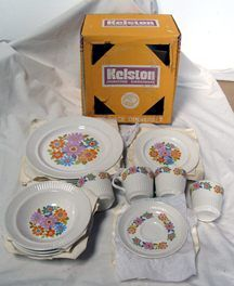 20 piece dinnerset Kelston pottery, original box; Springsong pattern;4 five piece place settings