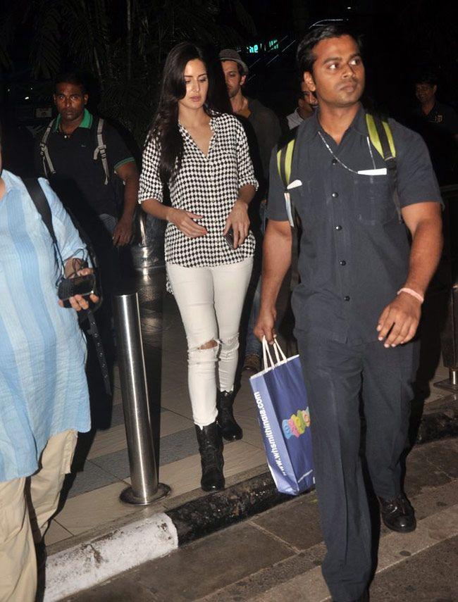 Hrithik Roshan, Katrina Kaif spotted at the Mumbai airport after a heavy day of promotions in Delhi for their film Bang Bang.