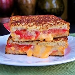 This Tomato Bacon Swiss Grilled Cheese is making my mouth water! #udderlysmooth #grilledcheese #food