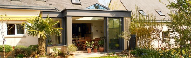 extanxia,véranda concept alu, vue extérieur sur grand jardin en salle a manger