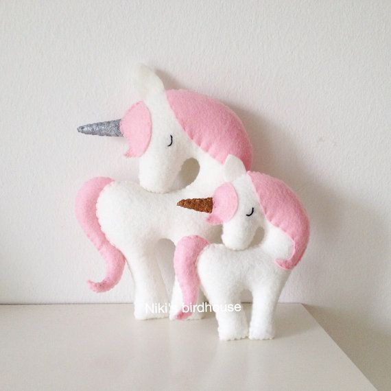 A beautiful decor in any girls room. Handmade unicorn with light pink mane and tail. This listing is for a Large Unicorn 20 cm. Made of wool felt,