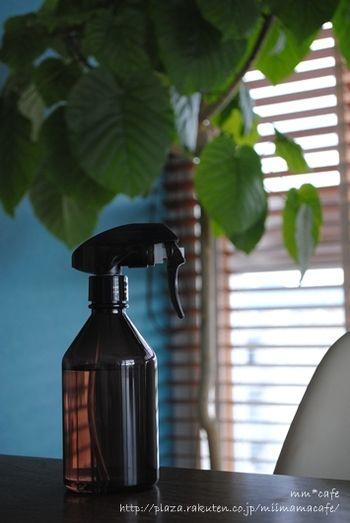 トリガースプレイタイプは、アロマ水を作ってルームフレグランスとして使ったり、お掃除用洗剤を詰め替えておくのもオススメ。お掃除用の洗剤は、特に生活感を感じるものばかりなので、無印良品の詰替えPETボトルに代えてしまえば、一気にお洒落な雰囲気に!