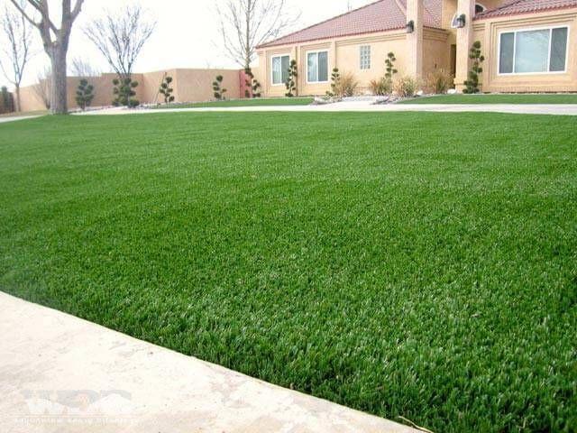 зеленый искусственный газон