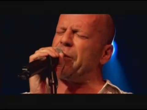 This is an AWESOME performance of Bruce Willis, singing Devil Woman at Sin City Premiere. Damn he's a real complete artist...    enjoy the sound of Bruno's Blues...