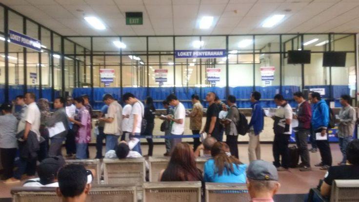 dengan e-samsat Wajib Pajak tidak perlu datang hadir terlebih dahulu dan mengantri lama di Kantor Samsat.
