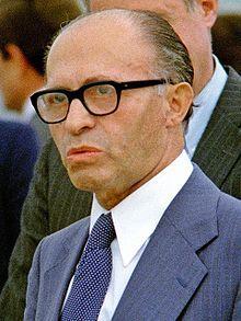Menachem Begin, Andrews AFB, 1978.JPG