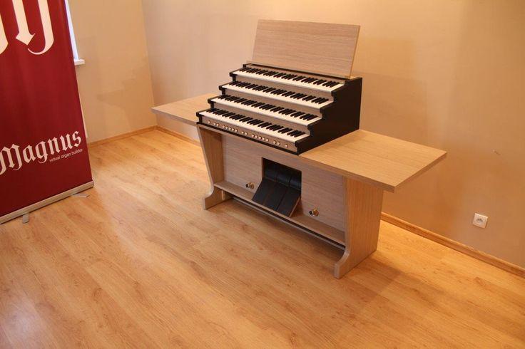 Magnus Principal - a perfect home organ. Console with dismounted pedalboard. #organ #organmusic #homeorgan #Hauptwerk
