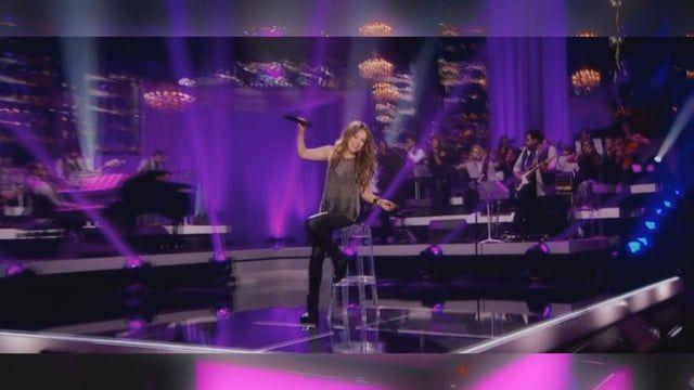 """Thalía performing Tómame O Déjame. (C) 2013 Sony Music Entertainment US Latin LLC Música """"Tómame O Déjame"""" de Thalía (Google Play • iTunes) Darwin Axel Remix B. Castañeda Video Re-Edit"""